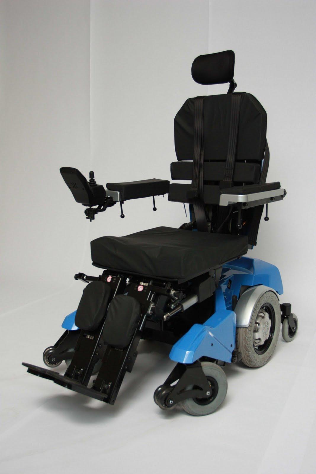 l afm lance un fauteuil roulant lectrique moins cher. Black Bedroom Furniture Sets. Home Design Ideas